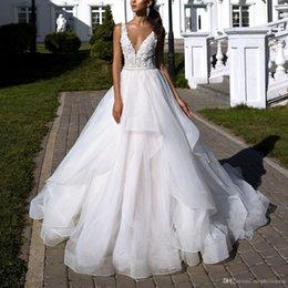 tüll geschichtetes modernes hochzeitskleid Rabatt Sexy Modern White V-Ausschnitt Brautkleider Eine Linie Spitze Applique Layered Rüschen Backless Sweep Zug Tüll Brautkleider Vestidos De Novia