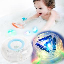 2019 nuevos juguetes de tina Nueva fiesta de juguetes de baño LED en la tina Luz impermeable Baño divertido Tina de baño Juguetes de luz LED para niños Bañera Niños Tiempo divertido nuevos juguetes de tina baratos
