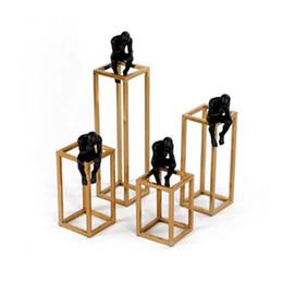 tapete de boxwood falso Desconto Pensando em Rodin Escultura Pensador Pós-moderno Pequeno Quadro de Aço Inoxidável de Metal Preto Casa Decoração Quarto Figura Adorno Q190525