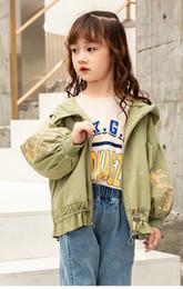 длинные куртки девушки новая модель Скидка Последние модели взрыва с длинными рукавами осень новая тенденция вышивка куртки для девочек большие дети куртка с капюшоном для детей
