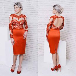 2020 Красный оболочки мать платья Sexy See Through кружева аппликация Backless Длина колена официально мантии вечера выполненное на заказ свадебные платья гостей от