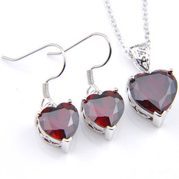 Красное сердце драгоценное ожерелье онлайн-Luckyshien Red Garnet Gems Подвеска Серьги 925 Серебряное Ожерелье Сердце Для Женщин Шарм Ювелирные Наборы Свадьбы Партии Праздничный подарок