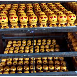 2019 Nouvelle Arrivée Sourire Emoji Secouant Tête Poupées De Voiture Ornement Accessoires Printemps Jouets Bureau Bobblehead Poupées Drôle Jouets ? partir de fabricateur