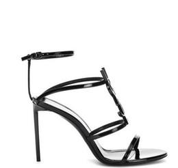Qualidade superior 2019 luxo Designer de estilo De Couro De Patente De Salto Alto Mulheres Sandálias Letras Exclusivas Sandálias Vestido De Casamento Sapatos Sexy sapatos 35-41 de