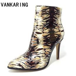 Moda impresa tigre vaca de cuero botines de las mujeres punta estrecha otoño invierno botas de vaquero tacón alto bombas pista de nieve desde fabricantes