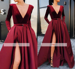 2020 vestido largo color burdeos Dividir Borgoña vestidos de noche 2019 nuevos atractivos una línea de vestidos de baile profundo cuello en V manga larga correa del marco largo del partido Vestidos vestido largo color burdeos baratos