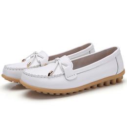 2019 infirmières chaussures en caoutchouc Noeud papillon véritable chaussures en cuir femme taille 35-44 Casual Retro bout rond ballerines en caoutchouc Womans Mocassins confortables chaussures d'infirmière douce infirmières chaussures en caoutchouc pas cher