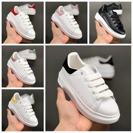 Zapatillas de chicas grandes online-19SS Big Kids Zapatos casuales para niños Niños Niños Niñas Entrenadores Zapatillas de diseñador de moda de lujo Zapatos para niños pequeños al aire libre Tamaño 35
