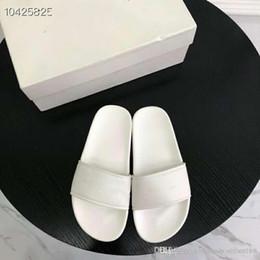 pantoufles de logo Promotion Sandales coulissantes de piscine à logo imprimé de mode, Pantoufles en caoutchouc pour femmes - Noir, blanc, bleu rose