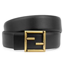 cinturones únicos Rebajas Las mujeres y los hombres de gama alta tienen un botón suave, monograma, cuerpo de cinturón de café negro sólido, ropa informal para el cuerpo puede ser mayorista