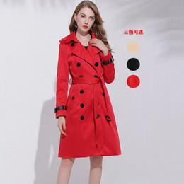Herbst Winter zweireihiger Red Long Trenchcoat Frauen Qualitäts Art und Weise Drehen unten Kragen dünner Mantel mit Gürtel