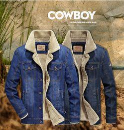 Pantalones vaqueros de invierno cálido online-Chaqueta de mezclilla para hombre talla grande abrigo M-6XL marca ropa chaqueta Moda para hombre jeans chaqueta gruesa cálida ropa de invierno vaquero masculino LJJA2855