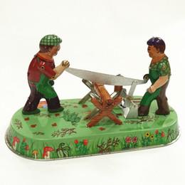 Visto meccanico online-Collezione adulti Retro Wind up toy Metallo Tin The Saw lavorazione del legno Giocattolo meccanico Figure di giocattoli a orologeria modello bambini regalo di natale