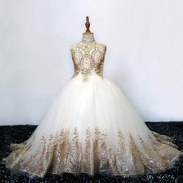 Concurso de belleza vestidos niños online-Apliques vestido de baile de las muchachas de flor vestidos de 2020 cordón del oro del tren del barrido de cuello alto Niños comunión Vestidos de belleza vestido del desfile Niño Niñas