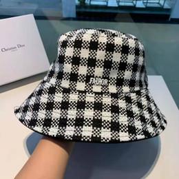 Weißer schwarzer karikaturhut online-Herbst und Winter neue Fischerhut, schwarz und weiß kariert, vielseitige Mode, beidseitig verfügbar.