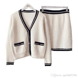 Canada 2019 début d'automne nouvelle fragrance féminine couleur unie fil spécial col V col en maille poche cardigan + demi-jupe deux pièces Offre