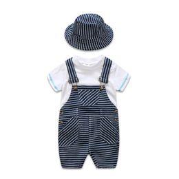 Maglietta felpata bambino online-2019 Estate neonato appena nato vestiti infantili abiti bambini vestiti di design 3 pz / set bianco T-shirt bretelle pantaloni cappello ragazzi imposta A2617