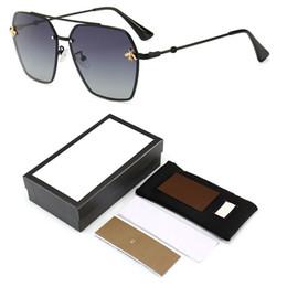 occhiali da sole all'aperto femminile Sconti 2019 Fashion Women Small Bee Sunglasses Occhiali da vista colorati Occhiali da vista da uomo Outdoor da viaggio UV400 con logo e scatola