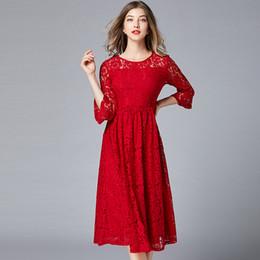 9aad2f1888e Plus La Taille Creux Out Dentelle 3 4 Manches Tunique Drapé Midi Robe  Femmes Élégant Vintage Bureau Party Fashion Dress Lady Vêtements Rouge