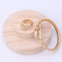 2019 quilate diamante 18k Diseñador Anillos de moda Pulseras de lujo Pulseras de serpientes Anillos exquisitos Brazaletes de boda Oro Plata Rosa Brazalete Joyería Amante Regalo