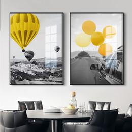 décor de salle de montgolfière Promotion Voiture de montgolfière jaune nordique Wall Art toile affiche et impression noir blanc paysage toile pour salon Morden Decor