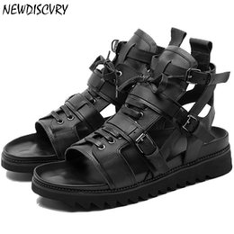 black punk sandals Promo Codes - Genuine Leather Gladiator Punk Men's Sandals 2019 Summer Italian Flat Platform Men Beach Sandal Lace Up Strap Brand Man Shoes