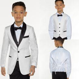 Mode Weiß königsblau Jungen Smoking Schal Revers Anzug Smoking für Kinder 3 stück kleine jungen abendessen jungen Formelle kleidung Billig von Fabrikanten