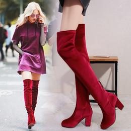 2019 sapatos elegante sapatos senhora Coxa à moda das mulheres altas botas vermelhas / azul / preto velor botines mujer grande tamanho marca sobre o joelho bloco de salto longo sapatilhas senhoras sapato sapatos elegante sapatos senhora barato