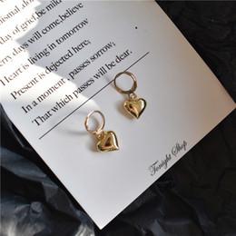 Petite breloque coeur en or en Ligne-2019 nouvelle mode mignon petit coeur charme cerceau boucles d'oreilles femmes or couleur petit cerceau boucles d'oreilles filles cadeaux fj770