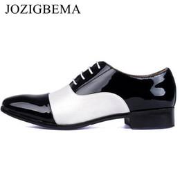 zapatos de vestir de charol blanco de los hombres Rebajas JOZIGBEMA Zapatos de oficina de los hombres de la moda de la PU de charol de los hombres zapatos de vestir mezclados blanco negro masculino de cuero suave de la boda Oxford # 56238
