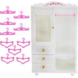 muñeca barbie vestidos de princesa Rebajas 10x perchas de color rosa + 1x blanco armario ropero princesa casa de muñecas vestido ropa accesorios muebles de dormitorio para Barbie Doll regalo Q190521