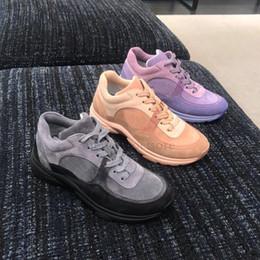 2019 sapatos confortáveis para homens Designer De Luxo Sapatos Casuais Das Mulheres Dos Homens de Moda De Veludo De Camurça De Couro Das Mulheres Sapato De Vestido Macio e Confortável Andando Tênis sapatos confortáveis para homens barato