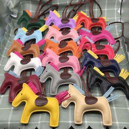 Süße totes online-Pu Pferd Tasche Charme Großhandel Handtasche Tote Anhänger High-End-Mode Nette zufällige Farbe