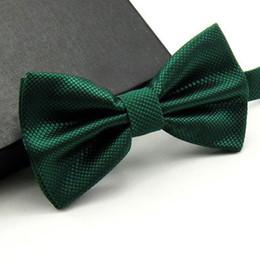 2019 cravatta cravatta Uomini di alta qualità moda solido bowtie da sposa farfalla farfallino novità smoking smoking cravatta regolabile giallo / verde scuro / verde erba D19011004 cravatta cravatta economici