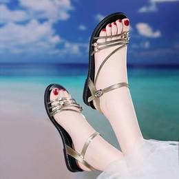 2019 rete piatta Scarpe da donna rosse con tacchi bassi delle scarpe da donna rosse e un paio di ciabatte da donna 1009 scarpe estive da spiaggia nuovi studenti rete piatta economici