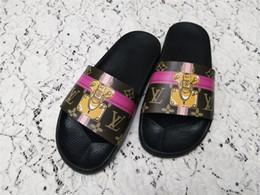 Yüksek Kaliteli Lüks Tasarımcı Erkekler Yaz Kauçuk Sandalet Marka Plaj Slayt Moda Scuffs Terlik Kapalı Ayakkabı Boyutu EUR 35-40 nereden erkekler için 38 ebatlı ayakkabılar tedarikçiler