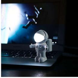 2019 luz de noche astronauta Nuevo estilo fresco Nuevo Astronauta Spaceman USB LED Luz de noche ajustable para computadora PC Lámpara Escritorio Luz blanca pura rebajas luz de noche astronauta