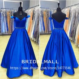 dama de honor azul real fajas de cristal Rebajas Royal Blue Satin Vestidos largos de fiesta con cristales Sash Off the Shoulder Vestido de noche formal Vestidos de fiesta para dama de honor baratos Vestido de fiesta