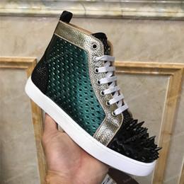 Wholesale Nuevo diseñador de lujo zapatillas de deporte de los hombres de las mujeres zapatos casuales vestido de fiesta de corte alto tachonado picos plataformas zapatillas de deporte inferiores rojos zapatilla de deporte