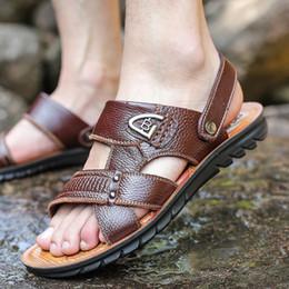 2019 sandali di calzature da uomo Sandali di cuoio genuini degli uomini Uomini classici di estate Pattini Pantofole Sandali morbidi Uomini Comodi calzari a piedi romani sconti sandali di calzature da uomo