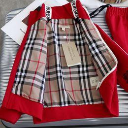 Kleine mädchen, die marken kleiden online-Rote Baby-Designer-Kleidung stellte London-Namensmarken-Kindermädchensport-Laufsatzmäntel + Hose zwei Stücke für Mädchenwinterherbst des kleinen Jungen ein