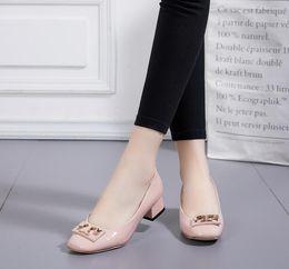 2019 botones de estilo Nuevos estilos Botones de metal para mujer Botines de tacón alto Zapatos de boda de cuero brillante mujer tacón alto plataforma de tacón grueso moda punta redonda botones de estilo baratos