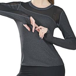 2019 weiße feste t-shirt frauen Schnell trocknende Netzstrumpfhosen Langarm T-Shirt Yoga Top Sport Trikots Shirt Frauen Laufen Gym Fitness Tops Weiß Rot Grau Schwarz Weiß # 74660 rabatt weiße feste t-shirt frauen