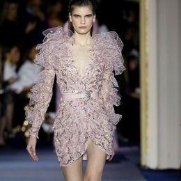 2019 розовая вечерняя короткая одежда Светло-розовый уникальный дизайн платья выпускного вечера сексуальный глубокий V-образным вырезом тюль оборками блестками аппликации бальные платья женщины вечерние короткие вечерние платья дешево розовая вечерняя короткая одежда
