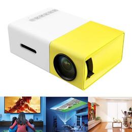 2019 sistema de jogos de video por atacado Original AAO YG-300 Mini Portátil LED LCD Projetor 320x240 Pixels Suporte 1080 P Com AV / USB / Cartão SD / Interface HDMI Build-in Speaker