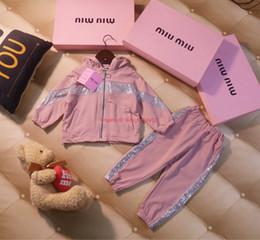 Chaquetas de lentejuelas para niños online-Conjunto de chaqueta para niñas ropa de diseñador para niños lentejuelas abrigo con capucha rosa + pantalones casuales 2 piezas otoño nuevo conjunto de pantalones para niñas