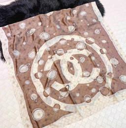 White pashmina scarf online-El chal de bufanda a cuadros en blanco y negro con diseño de lana es elegante, cálido y cómodo