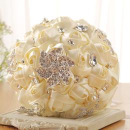 Слоновая кость атласные розы свадебный букет невесты стразы невесты цветы свадебный букет бежевая шелковая лента Buque De Noiva от