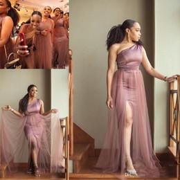 Un vestido de tren lateral online-Vestidos de dama atractiva sirena de un lado alto de Split Tul Dercation barrido más el tamaño de los vestidos de novia elegantes de Sudáfrica Tren