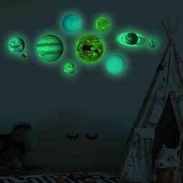 Canada 10pcs / set 10 Planet Solar System Mur Fluorescent Stick Glow Dans Le Foncé Stickers Muraux pour Enfants Chambre Chambre Lumineux Décor À La Maison Offre